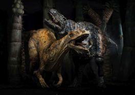 恐竜パペットの迫力のパフォーマンス
