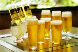 オプショナルメニューではクラフトビールやシャンパーニュのフリーフローが味わえる