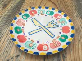 簡単工作コーナー「陶器のお皿絵付け体験」