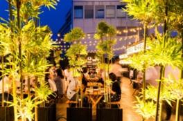 「和」「祭」をテーマにした緑あふれる会場でバーベキュー料理が楽しめる