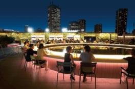 夜景と開放感ある空中庭園のビアテラス