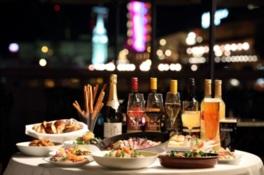 本格的な料理とともに夜景も楽しめるラグジュアリーなビアガーデン