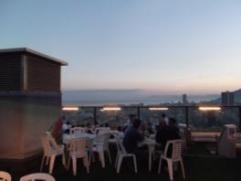 瀬戸内海と六甲山どちらの風景も楽しめるのは高層階ならでは