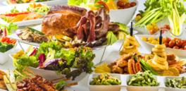 200種類以上のドリンクと約50種類の料理が揃うバラエティ豊かなビアガーデン