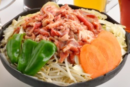 秘伝のたれが食欲をそそる「特製味付けラムジンギスカン」(画像はイメージ)