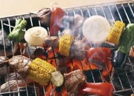 デパ地下で食材を調達して気軽にバーベキューが楽しめる(画像はイメージ)