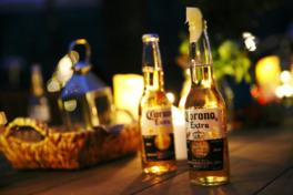 地ビールやコロナビールといった様々なビールを味わえる