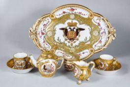 華やかな魅力あふれるセーヴル磁器の名品を展示する