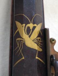 カマキリが描かれている火縄銃