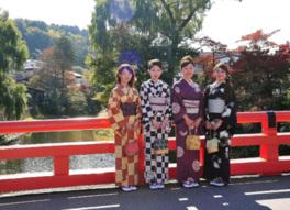 秋の飛騨高山を着物姿で散策できる