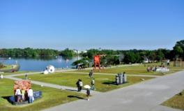 展覧会終了後、上位受賞作品は市内に設置。ときわ公園を中心に市内の各所で、常時200点の歴代出品作品を観覧できる