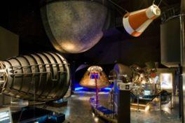 宇宙博物館にはNASA公認の月の石も