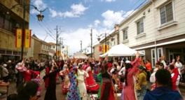 本場スペインで開催される春の踊りを題材にしたフラメンコ