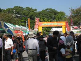 大手公園ではダンスや音楽などのステージイベントを実施