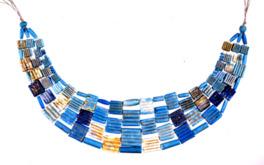 シリアで出土した美しい青の首飾り