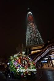 東京スカイツリーの塔体下部をメインスクリーンにプロジェクションマッピングを実施