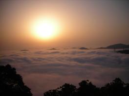関門海峡の雲海と日の出