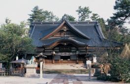 格天井作りの中央天井は旧金谷御殿から移築