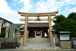 随神門は池田継政によって延享2(1745)年に造立された三間一戸の八脚門。岡山市の重要文化財でもある