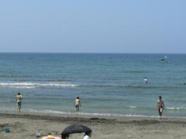 空と海をくっきり分ける太平洋の水平線を一望