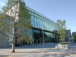 地域の交流センターや公民館も入居する