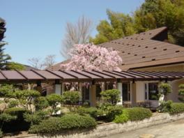建物は日本を代表する建築設計家の菊竹清訓による