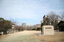 桜の名所としても知られ、毎年70本以上のソメイヨシノが咲く