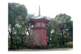 「六賢台」に東洋的哲学人が祀られている
