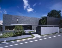 モダンな建築が特徴