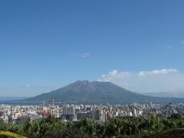 美術館庭園から見える風景。桜島まで見通せる