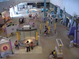 体験型の展示室「創造の広場」の様子