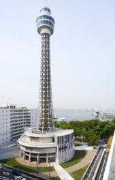 全長106mの横浜マリンタワー