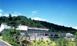 琵琶湖と山に囲まれた大津について知ることができる