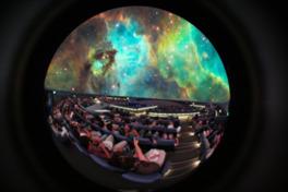 世界最大級のプラネタリウムで観る大迫力の映像