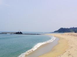 白い砂浜が広がる美しいビーチ