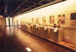 常設展示では陶芸作品が並ぶ