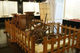 船橋市内の遺跡からの出土品などを展示する