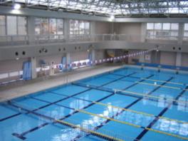 水深はプール自動昇降装置で調整している