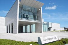建物の設計は建築家の丹下健三による