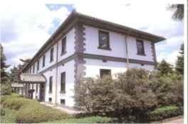 明治初期に建てられた洋風木造の旧陸軍歩兵第四連隊兵舎