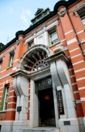 別館は重要文化財指定の明治の名建築