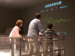 震度7の地震を実際に体感できる地震体験コーナー