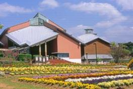 新庄総合公園の自然と共に貴重な人文画や近代絵画が鑑賞できる