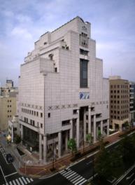 中央区役所との複合施設で展示室は7、8F