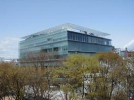 伊東豊雄設計による未来的な建物