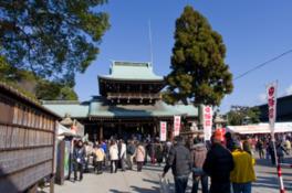 708年(和銅元年)に現在の地に社殿が造営された