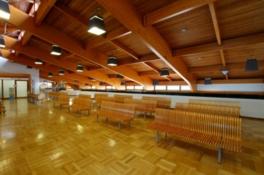 日本の空港としては唯一、集成材を利用した木造建築