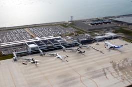 人工島に建つ北九州空港は、映像作品への露出も多い