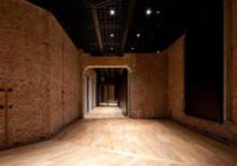 煉瓦壁で作られた展示室は、東京駅の歴史を感じられると評判