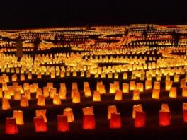 1万本のキャンドルがクリスマスのひと時をロマンチックに演出